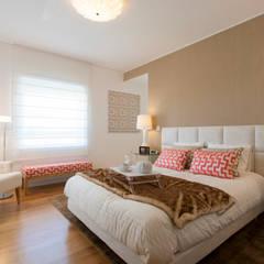 Suite do Casal: Quartos modernos por Traço Magenta - Design de Interiores