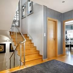hall de entrada/ entrance: Corredores, halls e escadas modernos por 3L, Arquitectura e Remodelação de Interiores, Lda