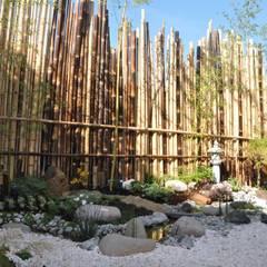 Jardin japonais à Enghien les Bains: Jardin de style de style Asiatique par Taffin