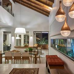 Residência AM: Salas de jantar modernas por Isabela Canaan Arquitetos e Associados