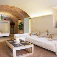 Vivienda Palafrugell: Salones de estilo mediterráneo de Brick construcció i disseny