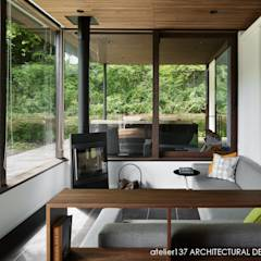 リビング~037軽井沢 I さんの家: atelier137 ARCHITECTURAL DESIGN OFFICEが手掛けたtranslation missing: jp.style.リビング.modernリビングです。