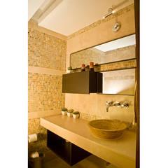 .: Baños de estilo translation missing: ve.style.baños.clasico por MORADA CENTRO DE DISEÑO S.A.