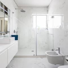 casa 116: Casas de banho modernas por bo   bruno oliveira, arquitectura