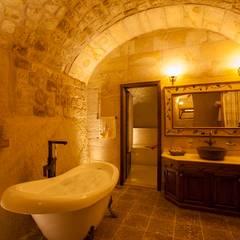 Kayakapi Premium Caves - Cappadocia - Kuşçular Konağı Öncesi Ve Sonrası: rustik tarz tarz Banyo