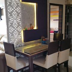 dinning table: modern Dining room by Alaya D'decor