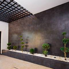 Garages de estilo moderno por Cenit Arquitectos