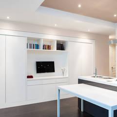 NEAR Architecture Casa IPA: Cucina in stile in stile Minimalista di Paolo Fusco Photo