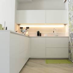 CUCINA - PANNELLO CHIUSO: Cucina in stile in stile Moderno di LTAB/LAB STUDIO