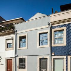 Casa Cedofeita: Habitações translation missing: pt.style.habitações.moderno por Floret Arquitectura