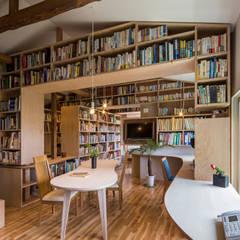 ほんとのいえ: スズケン一級建築士事務所/Suzuken Architectural Design Officeが手掛けたtranslation missing: jp.style.リビング.modernリビングです。