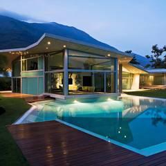 Casa AG: Piscinas de estilo moderno por oda - oficina de arquitectura