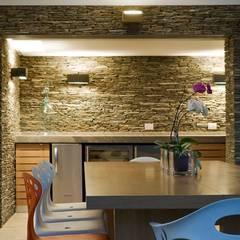 Caney: Comedores de estilo moderno por oda - oficina de arquitectura
