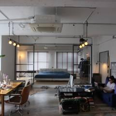 90平米のワンルーム: HOUSETRAD CO.,LTDが手掛けたtranslation missing: jp.style.リビング.industrialリビングです。