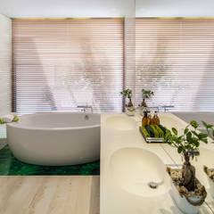 AM 2014 - Fão: Casas de banho modernas por INAIN® interiordesign