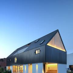 One Roof House: mlnp architects의 translation missing: kr.style.주택.modern 주택