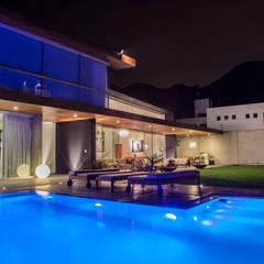 Casa La Estancia: Piscinas de estilo moderno por DLPS Arquitectos