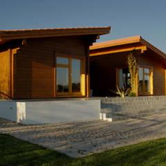 Moradia no Cadaval: Habitações translation missing: pt.style.habitações.moderno por MIGUEL VISEU COELHO ARQUITECTOS ASSOCIADOS LDA