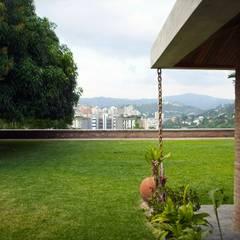 Vista hacia el Nor-Este: Jardines de estilo translation missing: ve.style.jardines.eclectico por Odart Graterol Arquitecto