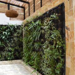 CASA DEL BOSQUE: Jardines de estilo minimalista por santiago dussan architecture & Interior design