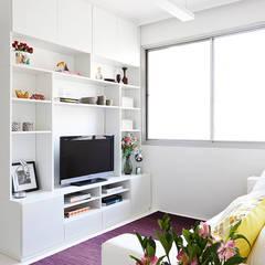 Salas multimedias de estilo translation missing: cl.style.salas-multimedias.minimalista por INÁ Arquitetura