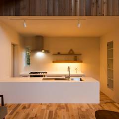 つなぐ家: エヌ スケッチが手掛けたtranslation missing: jp.style.キッチン.eclecticキッチンです。