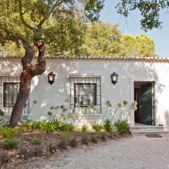 MY COTTAGE FOR A HORSE: Habitações translation missing: pt.style.habitações.campestre por SA&V - SAARANHA&VASCONCELOS
