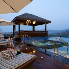 The Hills: eclectic Pool by Studio A