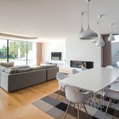 Casa Touguinhó II: Salas de jantar minimalistas por Raulino Silva Arquitecto Unip. Lda