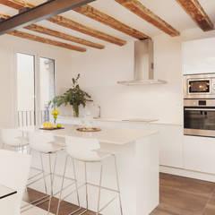 Kitchen | Cocina: Cocinas de estilo moderno de Markham Stagers