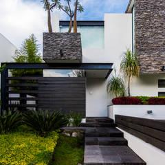 Ingreso: Casas de estilo moderno por aaestudio