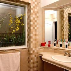 LEVALLE HOUSE: Baños de estilo moderno por Carbone Fernandez Arquitectos