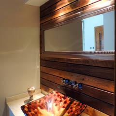 GRECO II HOUSE: Baños de estilo moderno por Carbone Fernandez Arquitectos