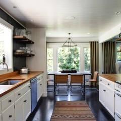 Casa em Sonoma, California: Cozinhas ecléticas por Antonio Martins Interior Design Inc