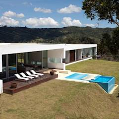 CASA BARRENECHE: Piscinas de estilo minimalista por LIGHTEN