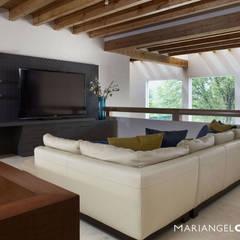 Salas multimedias de estilo translation missing: cl.style.salas-multimedias.moderno por MARIANGEL COGHLAN