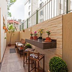 Terrazas  de estilo translation missing: cl.style.terrazas-.tropical por Patrícia Azoni Arquitetura + Arte