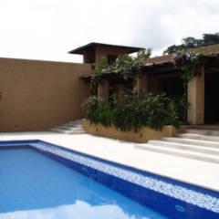 CASA DE LA TORRE: Piscinas de estilo rural por David Macias - Arquitectura & Urbanismo