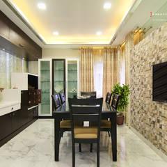 A TRIPLEX VILLA NEAR SUNCITY, HYDERABAD: modern Dining room by KREATIVE HOUSE