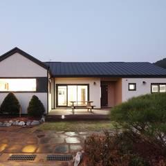 햇살품은 미니멀리즘 주택   [용인 방아리]: 윤성하우징의 translation missing: kr.style.주택.modern 주택