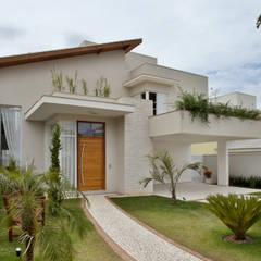 Residencial em Condominio : Casas ecléticas por Habitat arquitetura