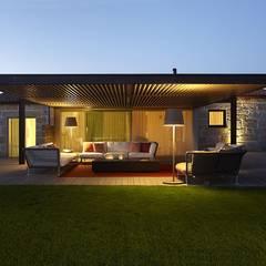 Casa Ofir: Habitações translation missing: pt.style.habitações.moderno por Ana Lobo