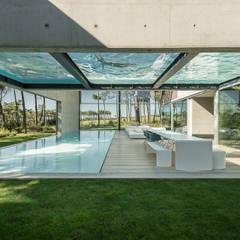 The Wall House: Jardins minimalistas por guedes cruz arquitectos