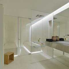 The Wall House: Casas de banho minimalistas por guedes cruz arquitectos