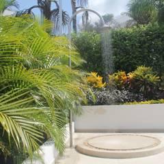 Ducha Piscina.: Jardines de estilo moderno por Camilo Pulido Arquitectos