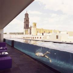 Hotel La Purificadora: Albercas de estilo moderno por Serrano Monjaraz Arquitectos
