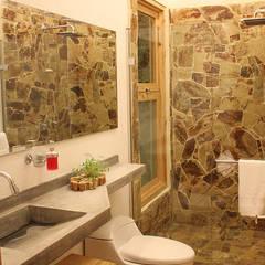 Casa Copacabana: Baños de estilo moderno por interior137 arquitectos