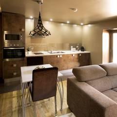 Kiko House: Salas de jantar modernas por RH Casas de Campo Design