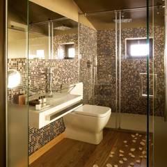 Kiko House: Casas de banho modernas por RH Casas de Campo Design
