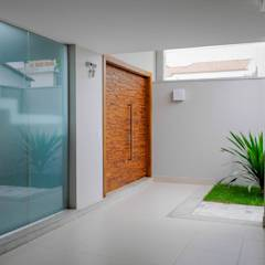 Residência AVS: Corredores, halls e escadas modernos por A/ZERO Arquitetura